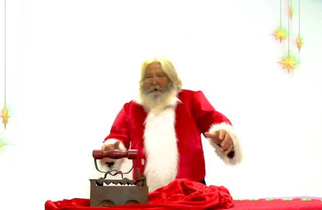 Ο Άγιος Βασίλης έκαψε το παντελόνι του στην Κρήτη Με ένα αστείο διαφημιστικό σποτ ...[vid]
