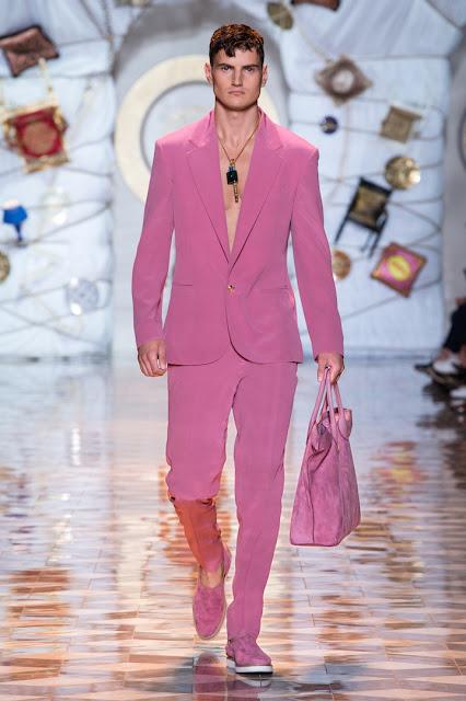 Tendencias en moda masculina para novios 2016 - Foto: Versace