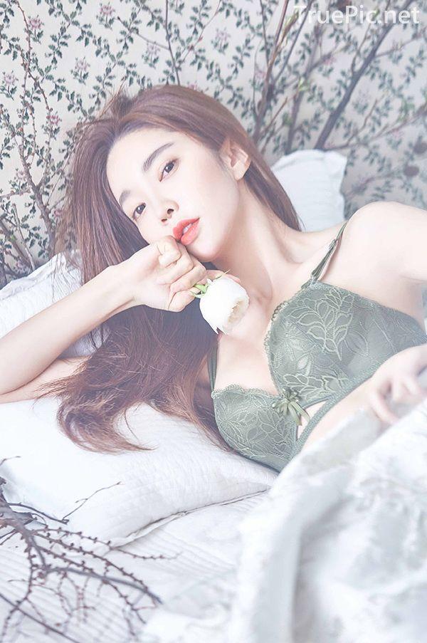 Korean beautiful model and fashion - Park Soo Yeon - Dark Green Bra Set - Picture 5