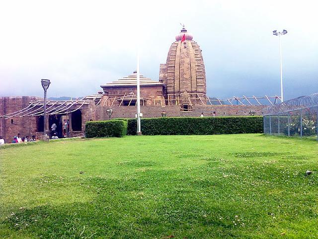 the historic Shiva temple of Baijnath
