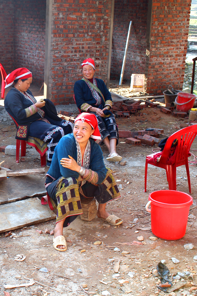 Red tribe ladies in Sapa, Vietnam - travel blog