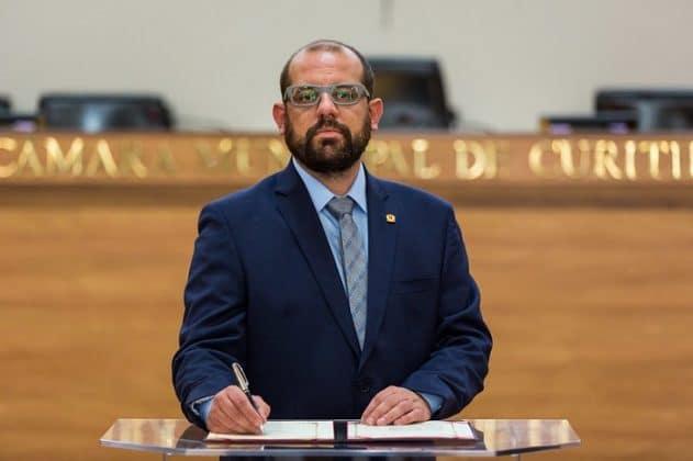 Vereador de Curitiba imita Greca após tentativa de proibir alimentação para pessoas carentes