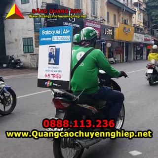 Dán decal quảng cáo trên Grab xe máy