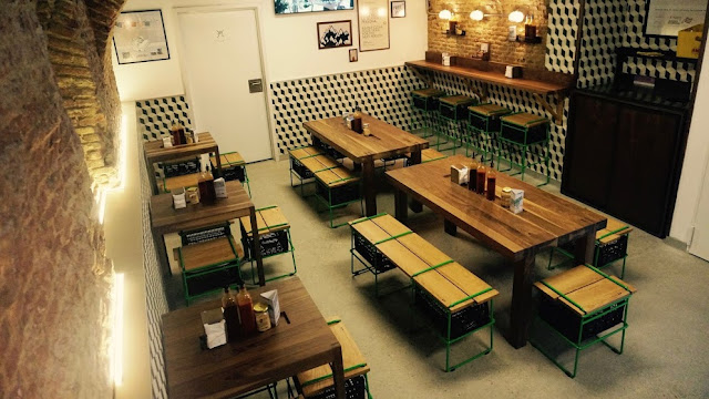 Bacoa, planta baja de hamburguesería de Madrid
