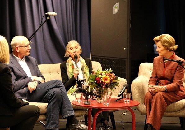 Queen Sonja of Norway visited volunteers at the Tøyen Activity House (Tøyenkomiteen) in Oslo