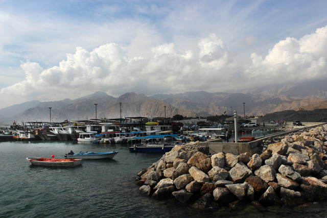 El puerto de Dibba Al-Hisn