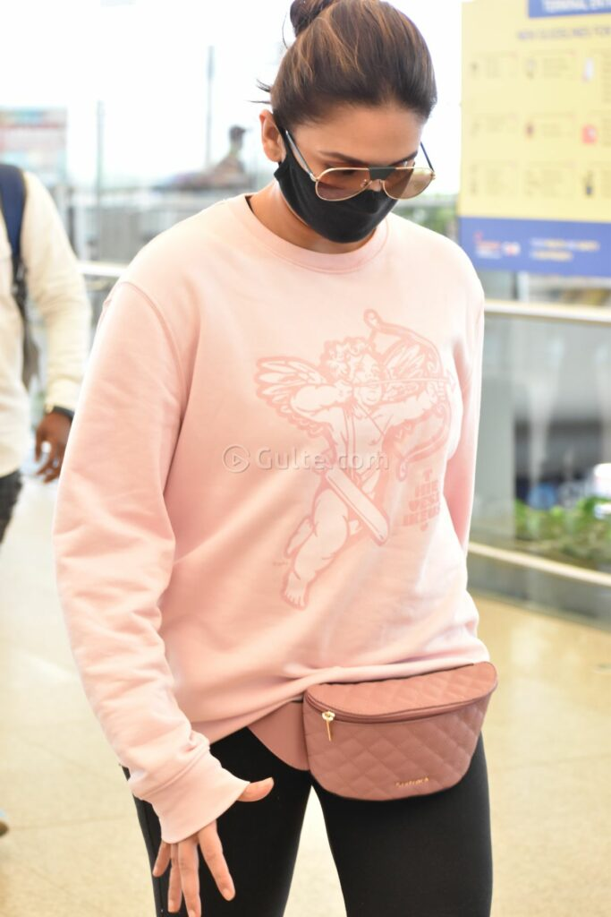 Actors Gallery: Huma Qureshi Snapped At Hyderabad Airport