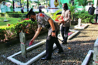 Sambut HUT Bhayangkara ke-75 Polres Kudus Ziarah ke Taman Makam Pahlawan Setya Pertiwi Kudus