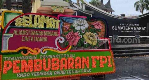 Heboh Karangan Bunga FPI Bubar di Padang: Dipesan OTK, Bertahan 1,5 Jam