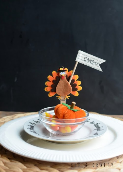 felt turkey place card holders for Thanksgiving