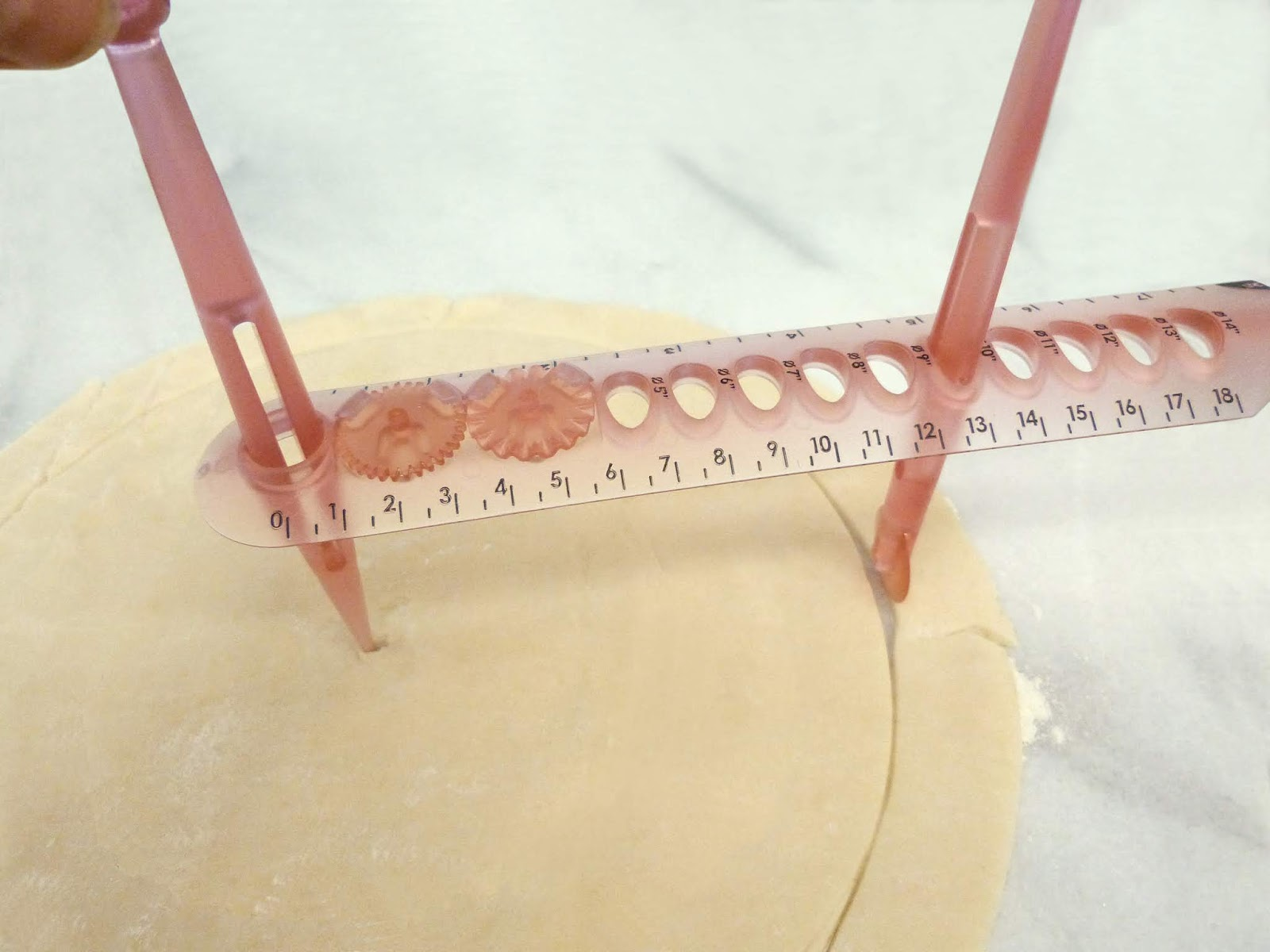 Pastry Compass to Cut Perfect Pie Dough
