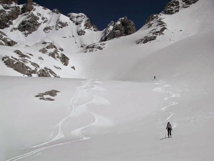 Redes en el sendero (hacia la cumbre), Francisco Acuyo, Ancile.