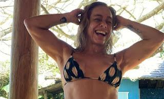 """Cissa Guimarães  faz sucesso de biquíni : """"Gata"""""""
