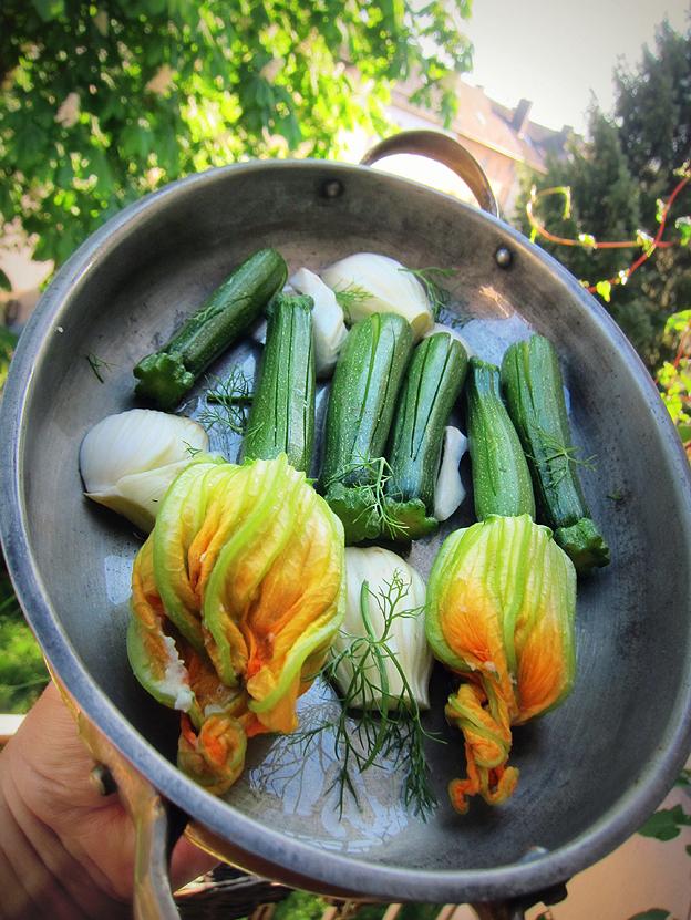 genussbereit sonntagsessen zucchini bl ten aus dem ofen als beilage. Black Bedroom Furniture Sets. Home Design Ideas
