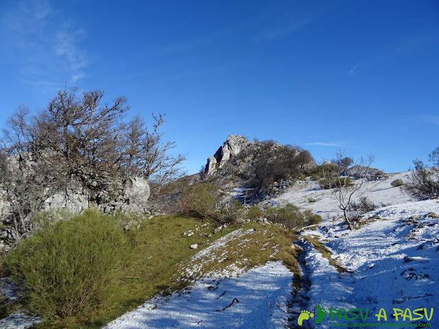 Caminando hacia la Peña Llagarello