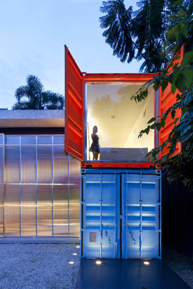 Decameron - Low Budget Colorful Shipping Container Store, Brazil 8
