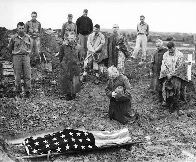Pic of the day : Colonel Francis I. Fenton at burial of his son killed by Japanese in Okinawa.