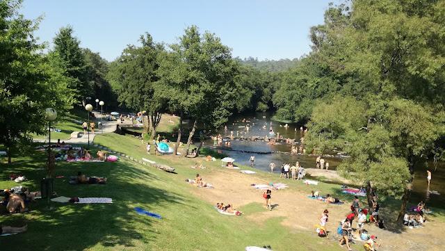 Praia fluvial da Loureira cheia de gente