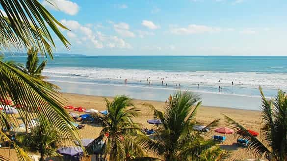 Objek Wisata Pantai Legian di Bali