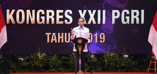 Jokowi: Guru Tidak Bisa Tergantikan Mesin Secanggih Apapun