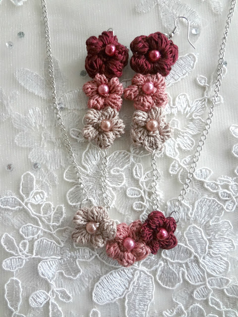 Puff Roses Necklace and Earrings – free pattern