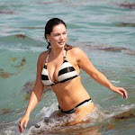 Kelly Brook Luciendo Cuerpazo En Las Playas De Miami. Foto 2