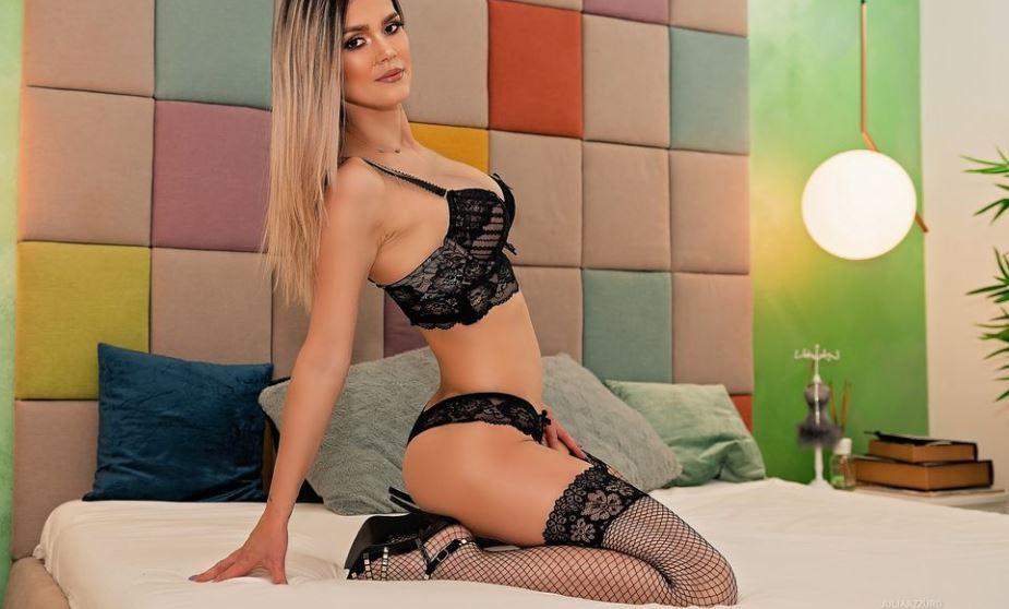 JuliaAzzuro Model GlamourCams