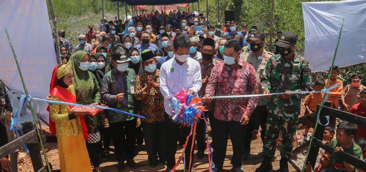 Walikota Batam Resmikan Jembatan Semi Permanen Penghubung Pulau Air Raja dan Pulau Subang Mas di Kecamatan Galang