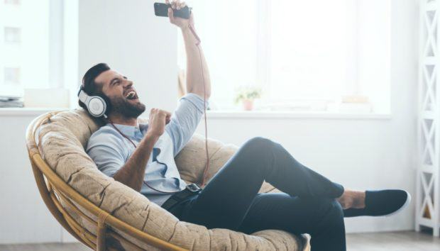 Δεν θα πιστέψετε τι κάνουν οι άνδρες όταν οι γυναίκες λείπουν από το σπίτι!