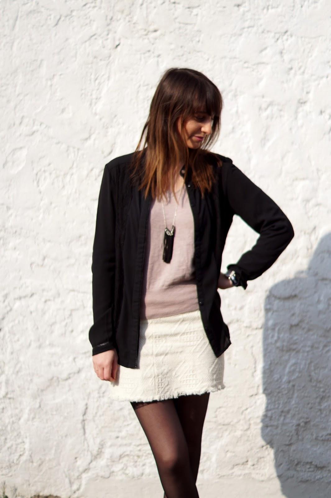 comment porter la jupe blanche en hiver chicas de. Black Bedroom Furniture Sets. Home Design Ideas