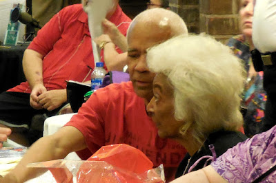 Nichelle Nichols (Uhura - Star Trek TOS) signing autographs at Shore Leave 41