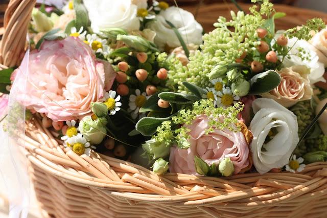 Rosamunde Pilcher inspirierte Sommerhochzeit in Pfirsich, Apricot, Pastelltöne - Heiraten in Garmisch-Partenkirchen, Bayern, Riessersee Hotel, Seehaus am Riessersee - Hochzeit am See in den Bergen - Peach and Pastell wedding