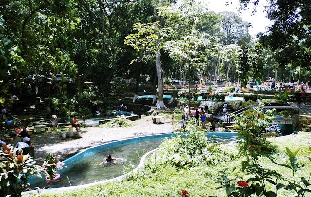 el turicentro cuenta con áreas de picnic, juegos para niños, guarda parques y guardavidas, un vivero con cientos de plantas exóticas y para los amantes del deporte, una cancha de básquetbol y fútbol, el parque asimismo garantiza a los visitantes Seguridad Policial en la zona.