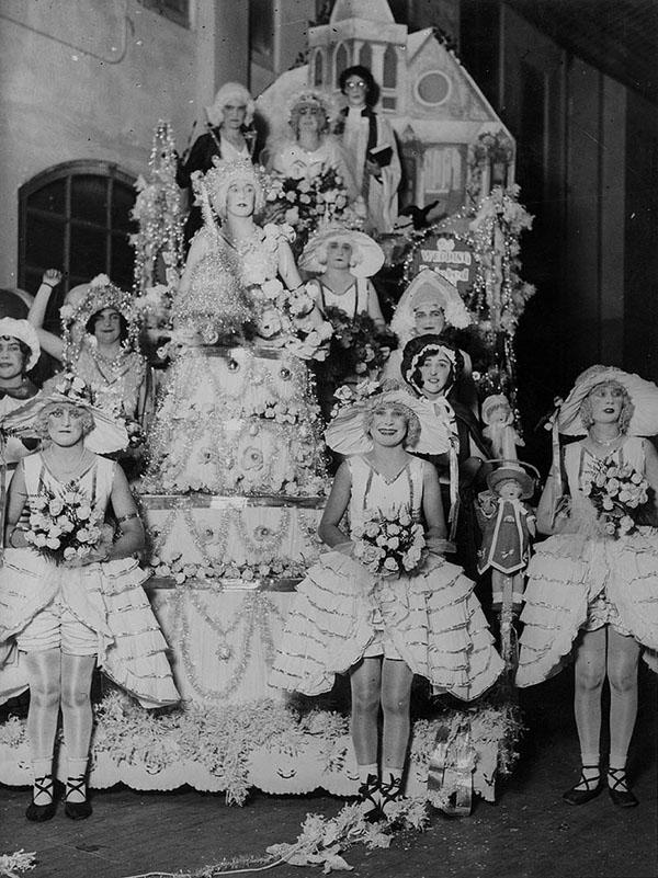 """A """"wedding tableau"""" full of pretty femulators in Sydney, Australia, circa 1930"""
