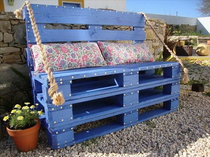 Outdoor Furniture Made With Pallets 1
