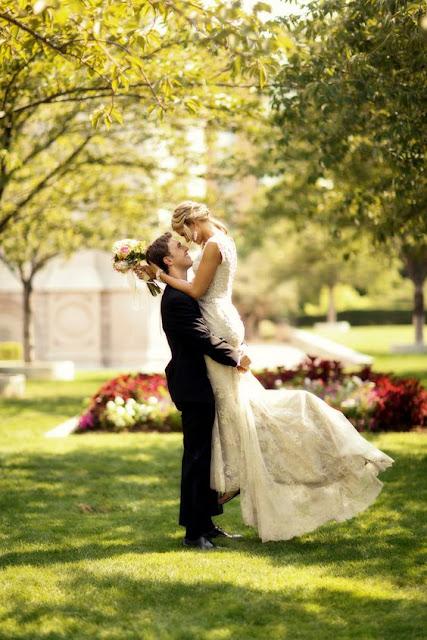 Jak pozować do zdjęć ślubnych - 10 zasad, które pozwolą idealnie wyjść na zdjęciach