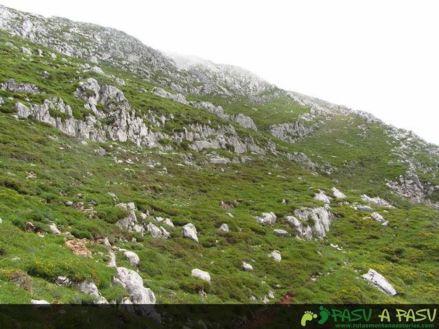 Ruta al Pico Torres y Valverde: Sendero final a la cima del Valverde