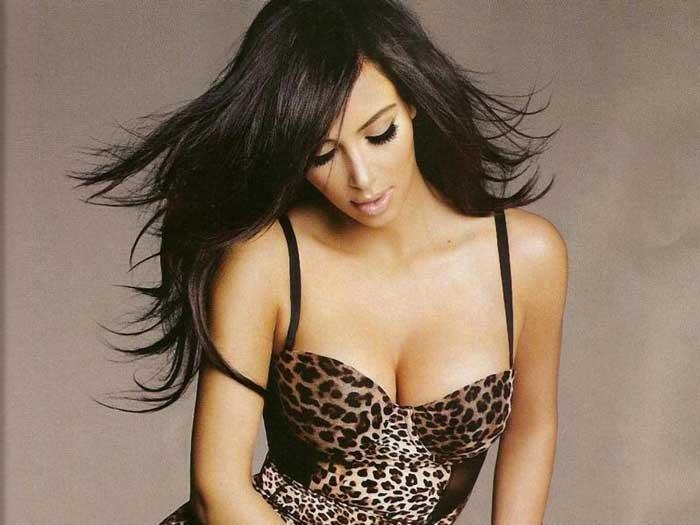 Kim Kardashian blow dry her jewellery