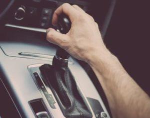 Que se passe-t-il si vous mettez votre voiture en marche arrière pendant que vous conduisez ?