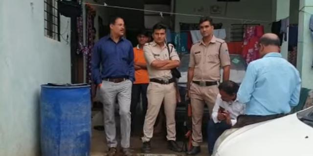 नगर पालिका का अधिकारी महेश पटेल के यहां लोकायुक्त का छापा | DHAR MP NEWS