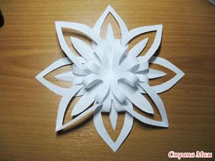 أعمال يدوية لقسم التحضيري - صنع زهرة على شكل رقاقة ثلج