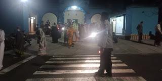Personil Polsek Maiwa Polres Enrekang Melaksankan Pam Sholat Tarwih
