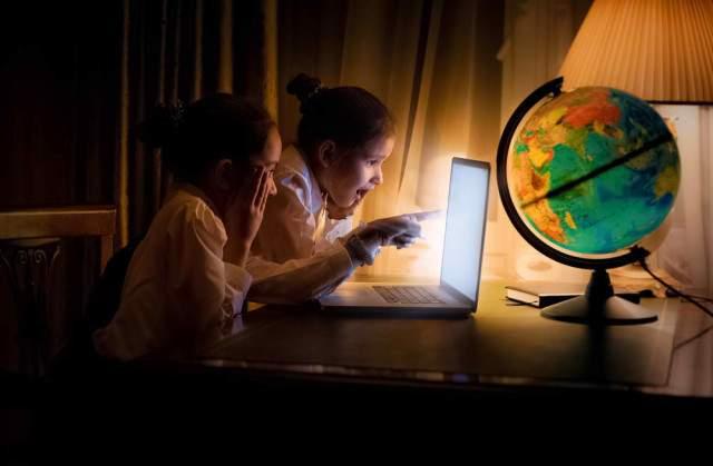 Tác hại bất ngờ của việc để đèn ngủ qua đêm cho trẻ - Ảnh 1
