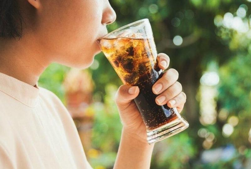 Şekerli içecekler en çok gençlerin gözdesi