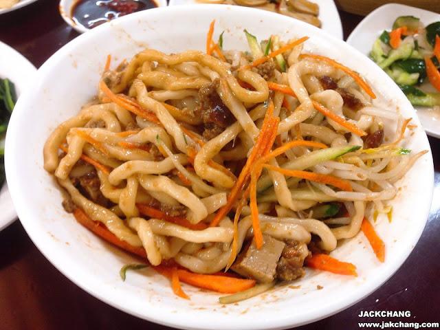 The fried sauce noodles(Zhajiang mian)