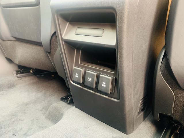 Gia Xe Oto Land Rover Discovery SPort HSE Luxury 2.0Lit Màu Đỏ Bao Nhiêu tiền