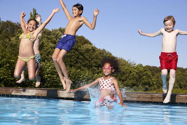 plongeon à la piscine