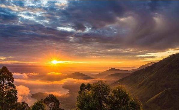 Sunset di Bukit Tele, Negeri di Atas Awan
