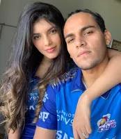 rahul chahar with her girlfriend ishani