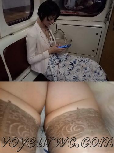 Upskirts 4369-4378 (Secretly taking an upskirt video of beautiful women on escalator)